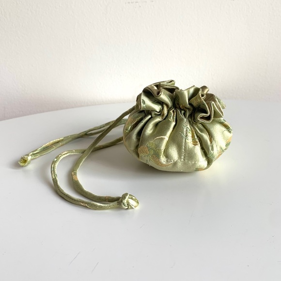 Drawstring silk jewelry pouch - Pale green & gold